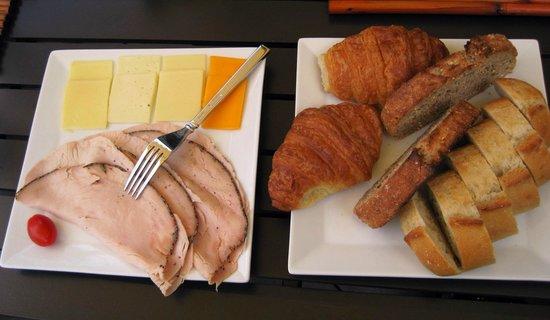 Ohi'a Park Estate: Breakfast 3