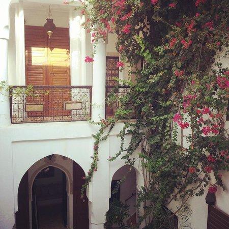 Riad Noor Charana: Patio central y buganvilla