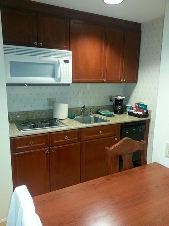 Homewood Suites by Hilton Sacramento-Roseville: Kitchenette
