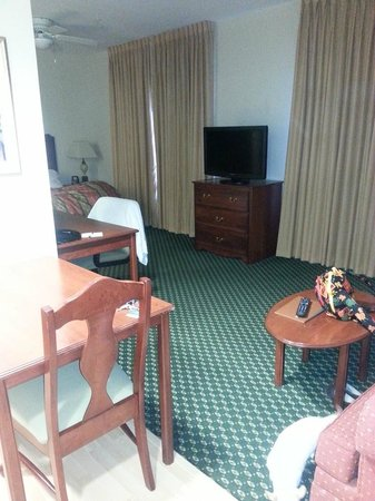 Homewood Suites by Hilton Sacramento-Roseville: TV area