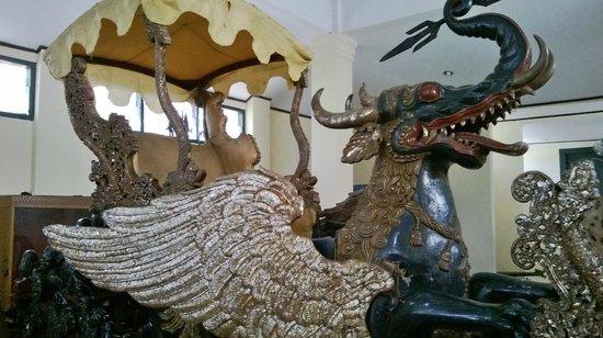 Keraton Kasepuhan: Grand Chariot
