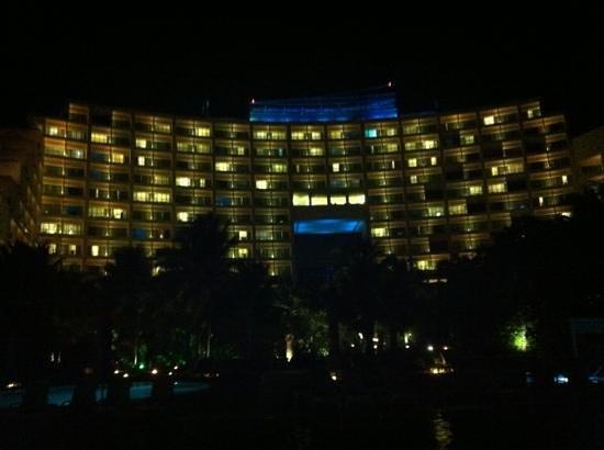 Live aqua at night picture of live aqua beach resort cancun cancun tripadvisor for How many rooms at live aqua cancun