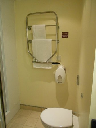 Premier Inn Dublin Airport Hotel: Heated towel rail