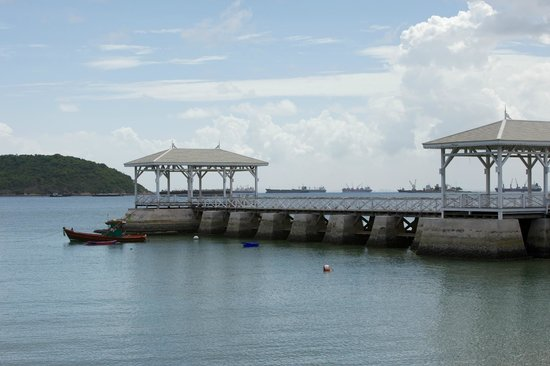 Ko Si Chang, Tailandia: Jetty of former royal summer palace.