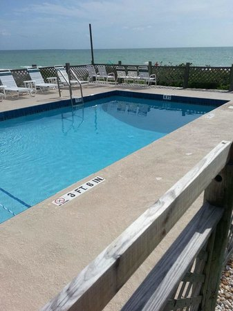 Seafarer Beach Resort: pool