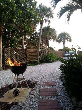 Seafarer Beach Resort: patio view