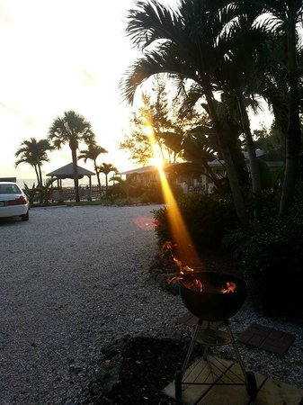 Seafarer Beach Resort: room sunset view