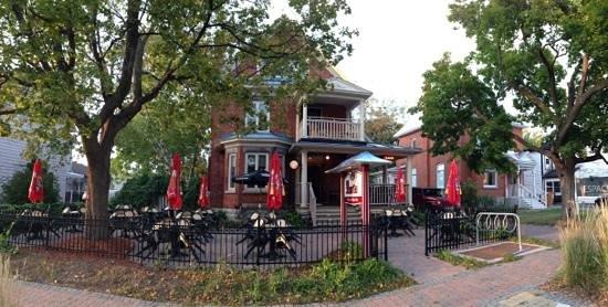Bord'Eau Bistro & Piano Bar : 31 rue Principale (Aylmer) Gatineau, Québec 819-684-7771