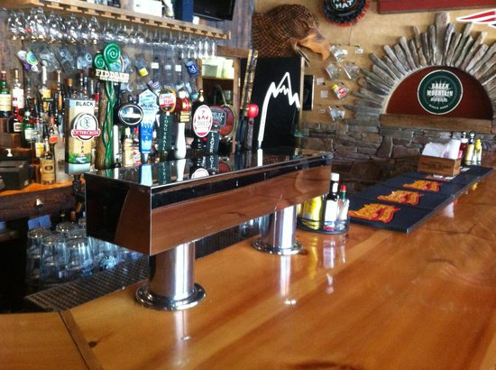 Rimrocks Mtn. Tavern: Picture of Bar