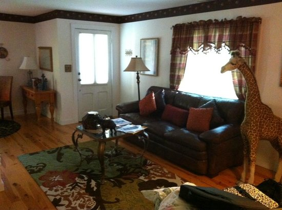Cliff Cottage Inn - Luxury B&B Suites & Historic Cottages: Living Area
