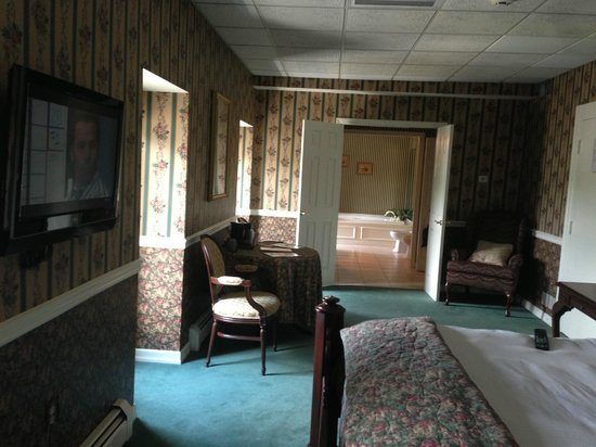 The Waynebrook Inn: The Suite