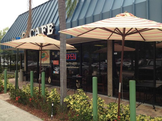 Commercial Point Cafe: Enjoy our patio dining area.