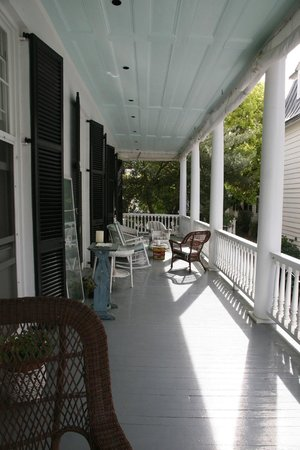 15 Church Street Bed & Breakfast - Phillips-Yates-Snowden House: porch great for afternoon happy hour