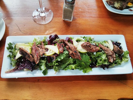 The Iron Goat Pub and Grill: Steak Salad at The Iron Goat