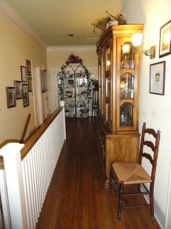Red Bluff Cottage : Upstairs Hallway