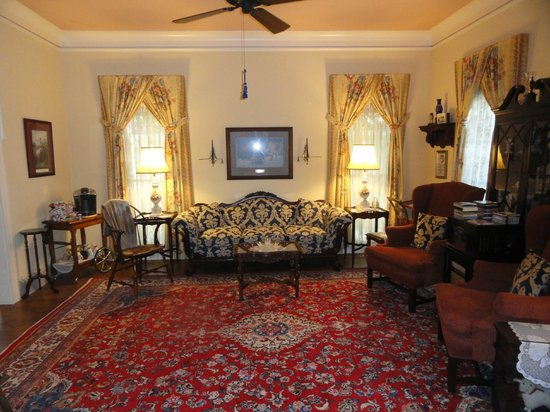 Red Bluff Cottage : Living Room