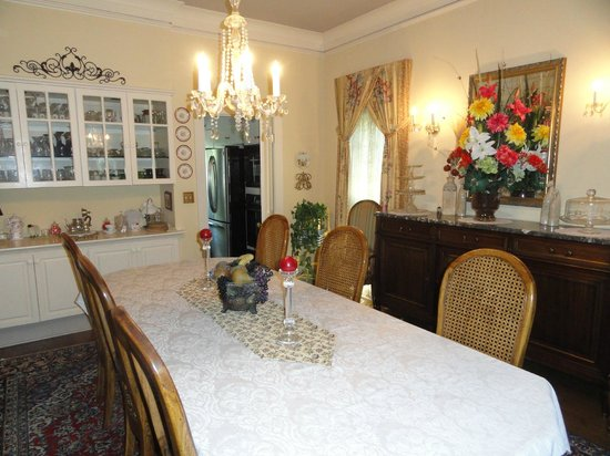 Red Bluff Cottage : Dining Room