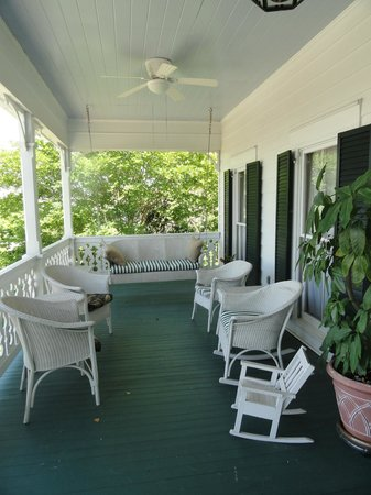 Red Bluff Cottage: Front Porch