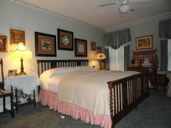 """Red Bluff Cottage: """"Stitch in Time"""" room"""