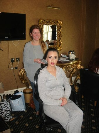 Hallmark Hotel Liverpool South: girl's getting makeup done before the wedding