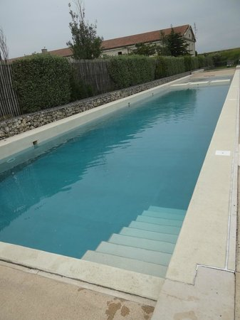 Pierre & Vacances Résidence Le Fort de la Rade : piscine
