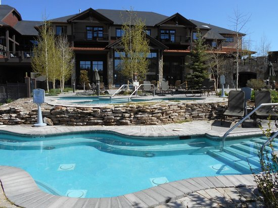 Grand Timber Lodge: View from room and pool/hot tub