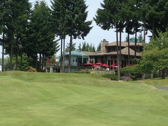 Crown Isle Resort & Golf Community: View of Timber Room Restaurant from 18th hole