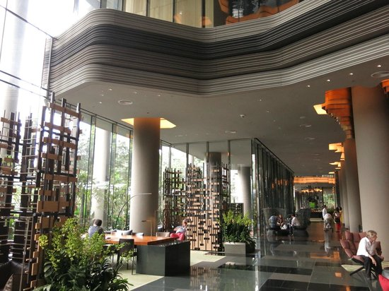 high ceiling lobby picture of parkroyal on pickering singapore tripadvisor. Black Bedroom Furniture Sets. Home Design Ideas