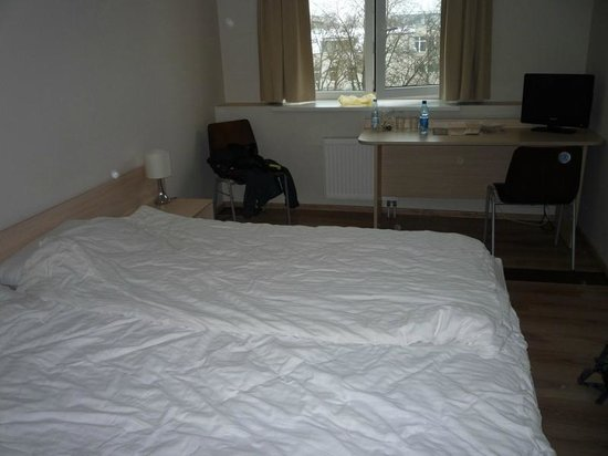 Corner Hotel: room