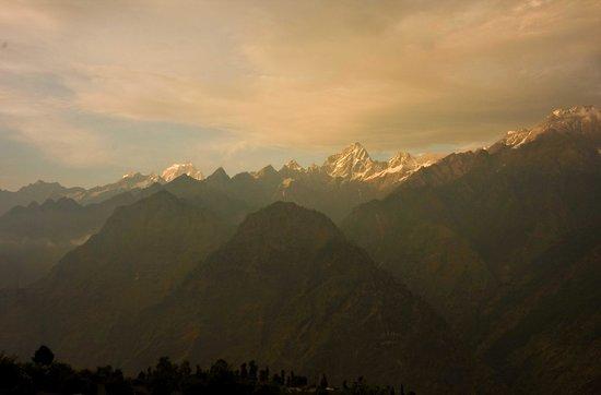 Devi Darshan Lodge : Bethartoli peak viewed from the Lodge
