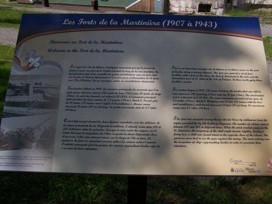 Le  Fort  de  la  Martiniere : Panneau d'interprétation sur l'histoire du Fort