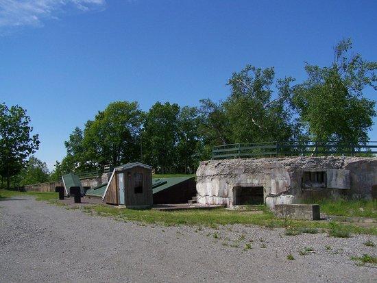 Le  Fort  de  la  Martiniere : La structure principale du Fort, la Casemate