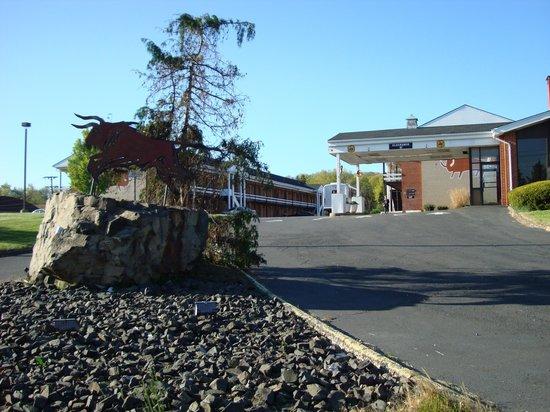 Americas Best Value Inn - Bridgewater: Inn Entrance