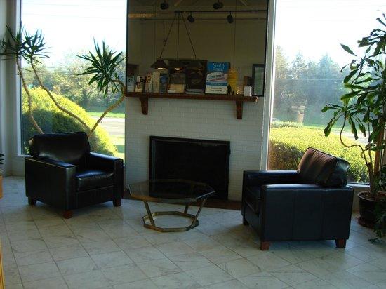 Americas Best Value Inn - Bridgewater: Lobby