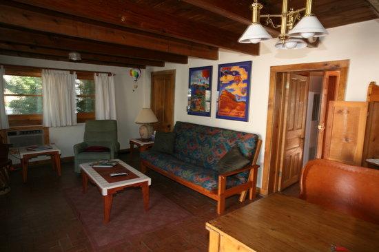 Corrales, Nuovo Messico: Falcon View Suite Sitting Room