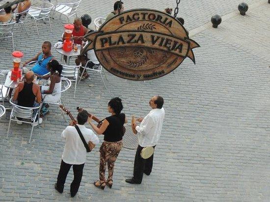 Hostal Plaza Vieja : View from the balcony