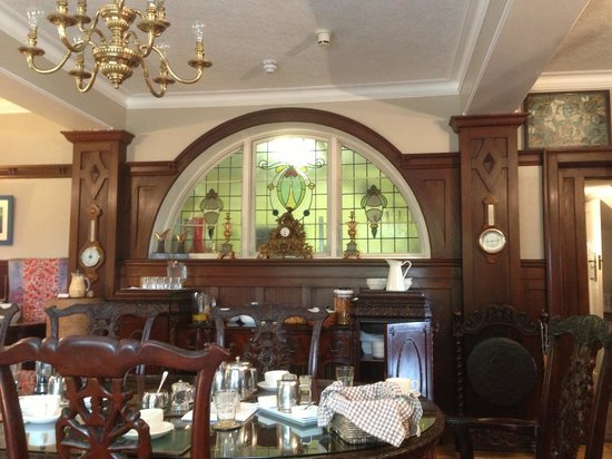 The Cairn Bay Lodge: Window in the dinning room