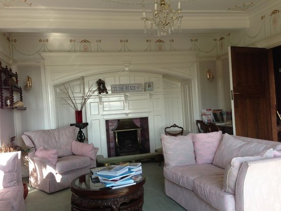 The Cairn Bay Lodge: Reception area