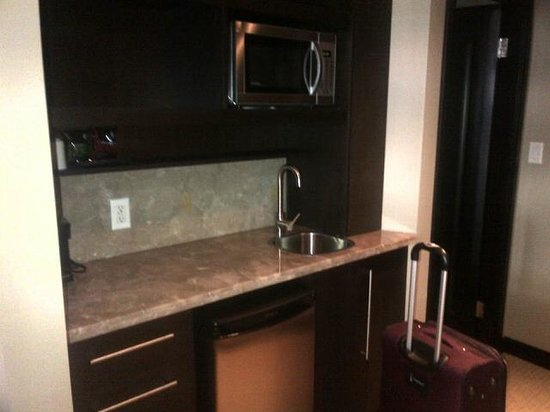 Copper Point Resort: Mini-kitchenette area in room