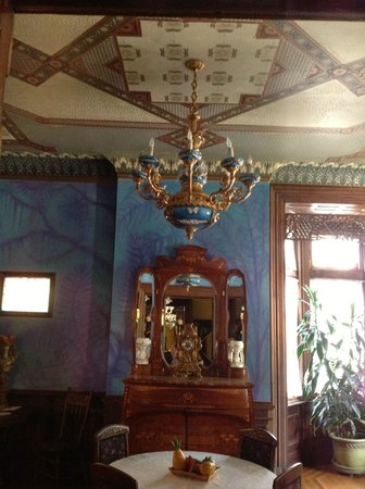 The Parador Inn of Pittsburgh: Incredibly detailed decoration