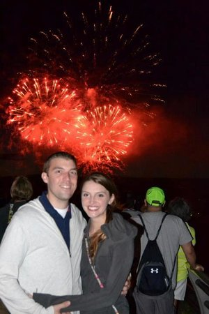Niagara Falls Walking Tours: The photo Joel took of us during the fireworks. He runs around to each group and offers to take
