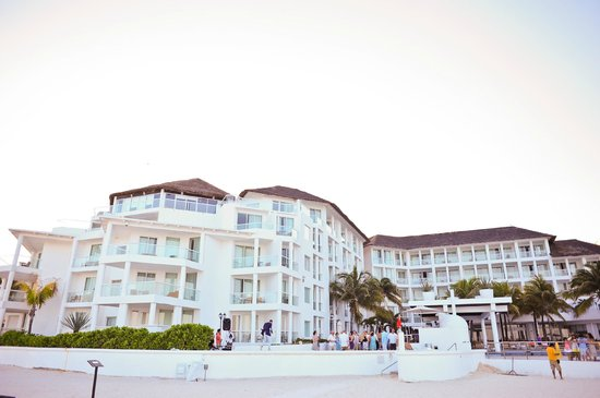 Playacar Palace: outside of the palace from the beach