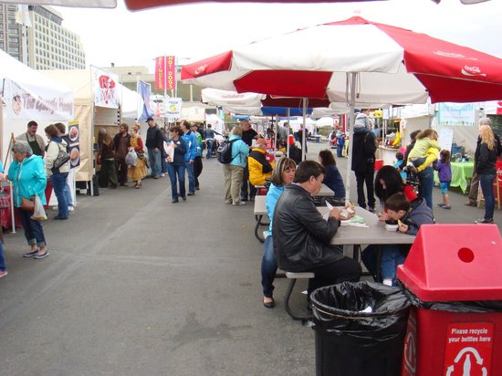 Downtown Saturday Market: .