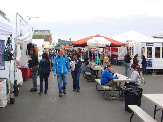 Anchorage Market & Festival: Food broadway