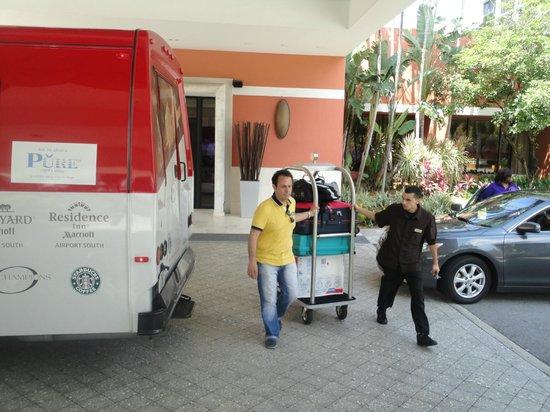 Miami Airport Marriott: Muy buen servicio de maleteros