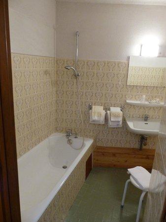Logis La Cascade : Notre salle de bains