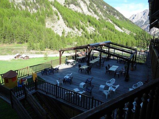 Logis La Cascade : Terrasse de l'hôtel