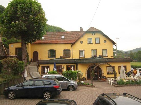 Gasthof Hotel Schwarzes Ross: Fensteraussicht auf Hauptgebäude/Restaurant