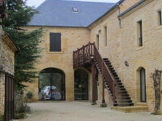 Les Clauzels : Escalera de acceso a las habitaciones