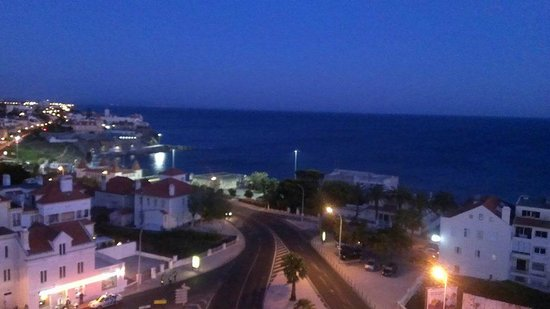 SANA Estoril Hotel : Ocean view from our room by night